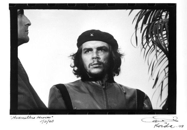 Raúl Castro rinde homenaje al
